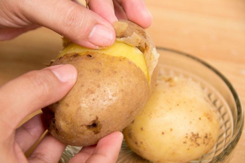 Конкурс почистить картофель на скорость