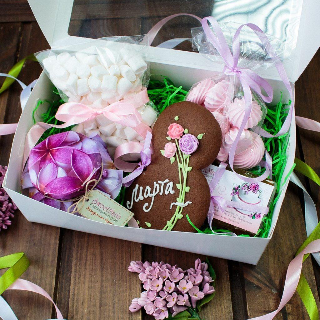 Подарочный набор сладостей на 8 марта