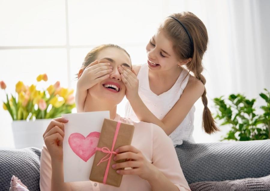 Какой подарок выбрать маме на 8 марта