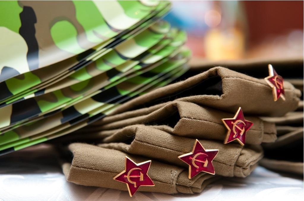 Подготовить аксессуары на День Защитника Отечества на корпоратив 23 февраля