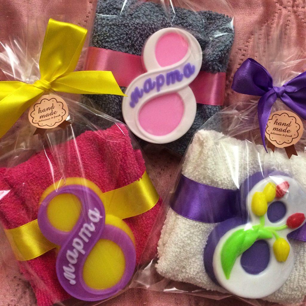 Полотенца и мыло на 8 марта в подарок девушкам