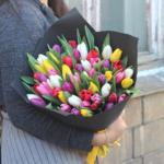 Фото 104: Яркий разноцветный букет тюльпанов на 8 марта