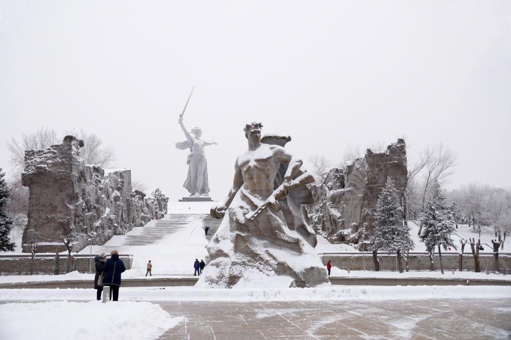 Родина мать город Волгоград зимой