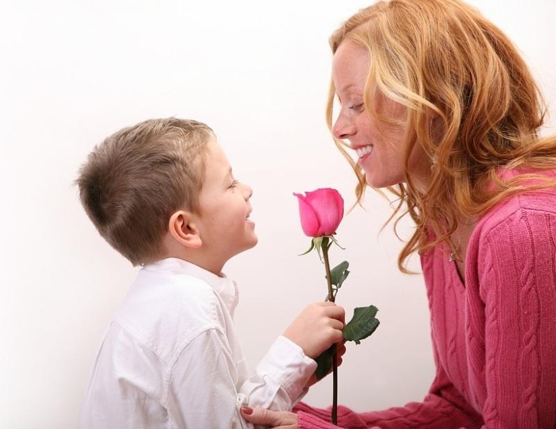 Подарить цветы маме на 8 Марта