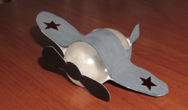 Поделка самолетик из киндера и бумаги своими руками для детей