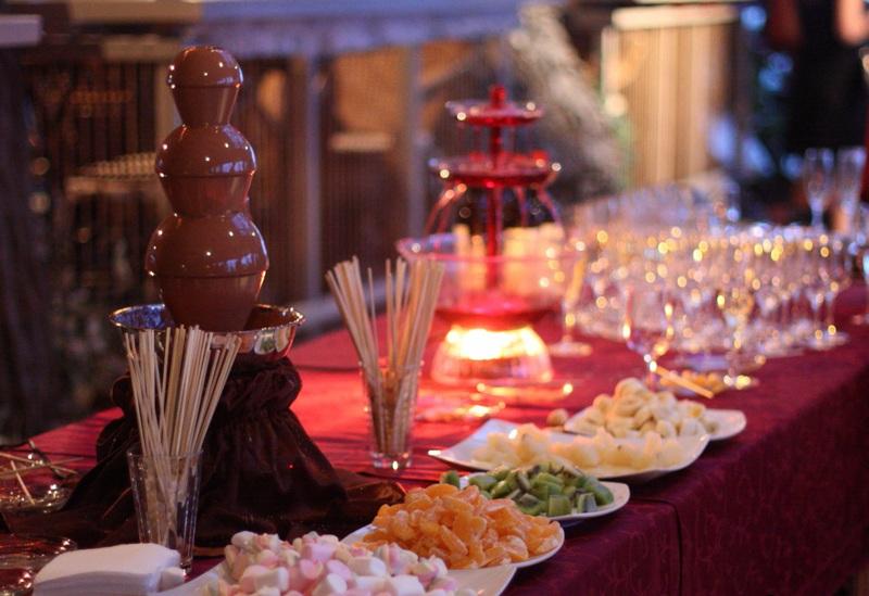 Декор и блюда на стол на 8 марта