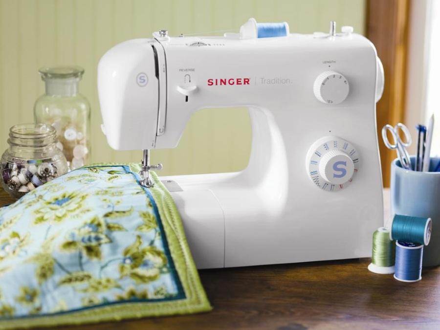 новая швейная машинка маме в подарок
