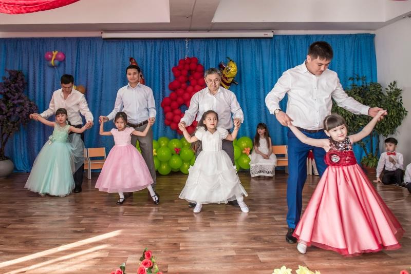 Танец дочек с папами на 8 марта