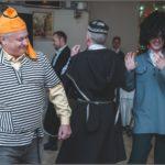 Фото 58: Сценка трус, балбес и бывалый танцуют твист на 8 марта на корпоратив