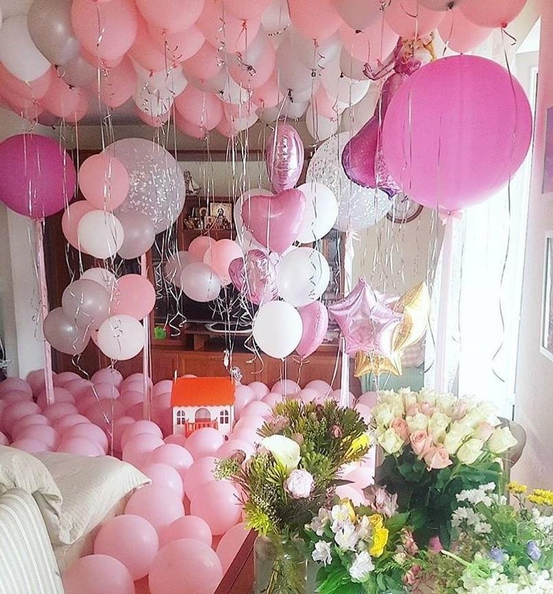 Украсить дом воздушными шариками и цветами на 8 марта