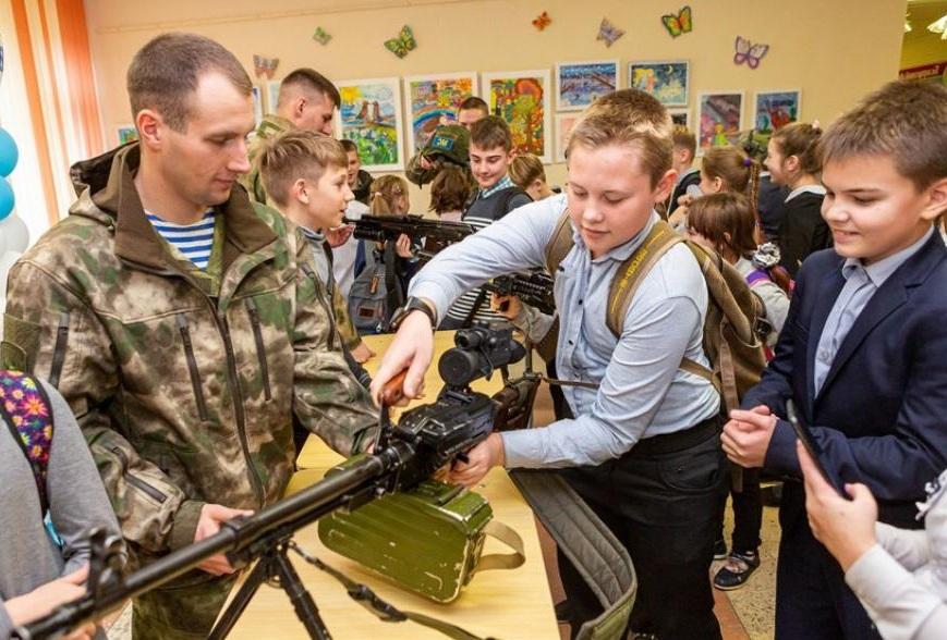 Пригласить военных в школу на 23 февраля на День Защитника Отечества