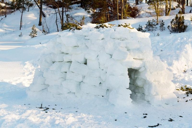 Землянка из снега на 23 февраля