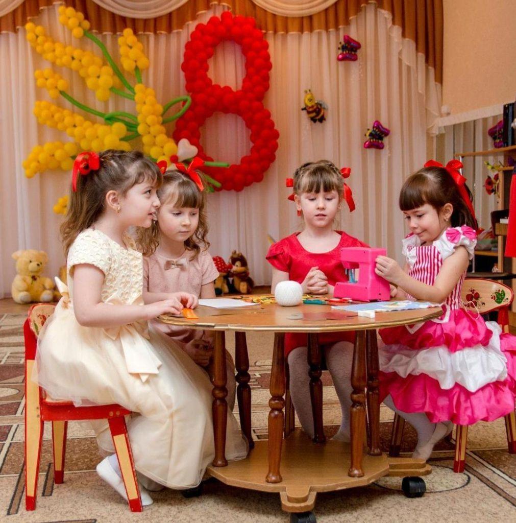 8 марта в садике для девочек