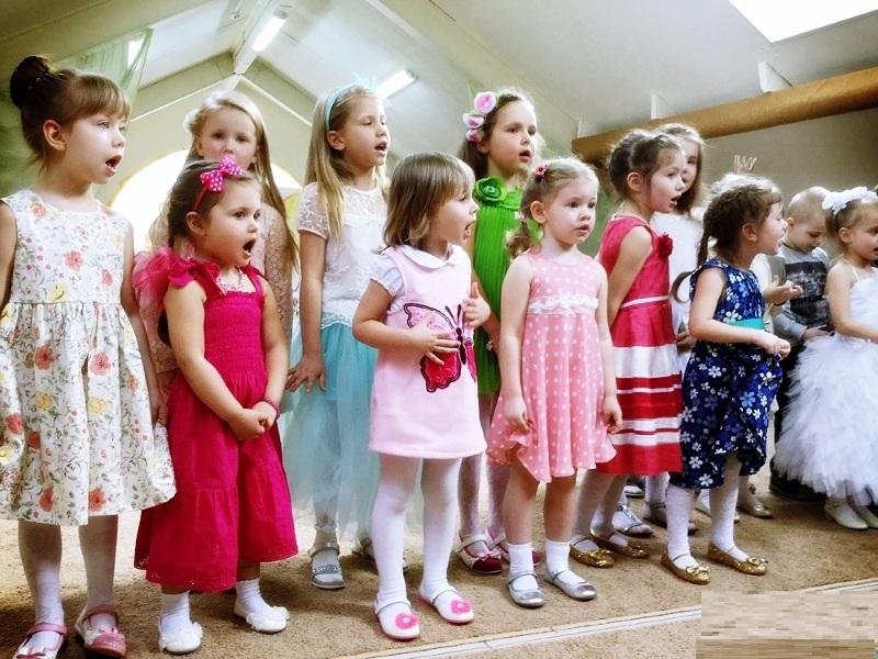Репетиция выступления на 8 марта в детском саду