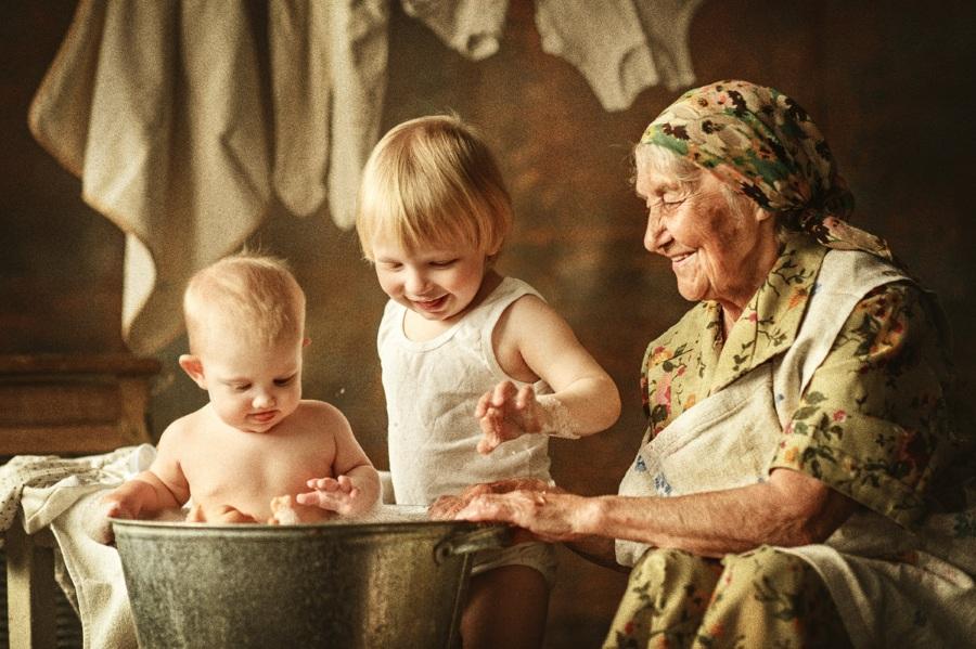 Забота бабушки о внуках