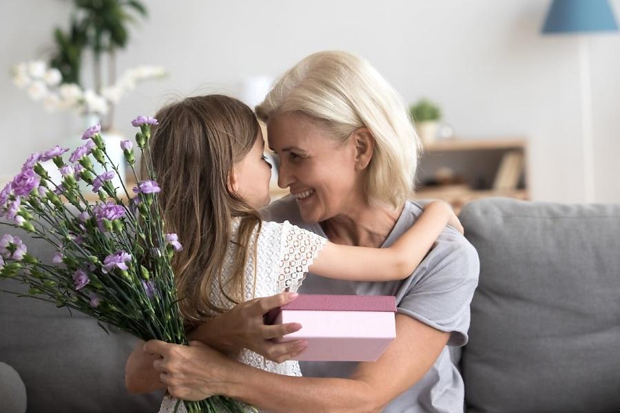 Как поздравить бабушку с 8 марта