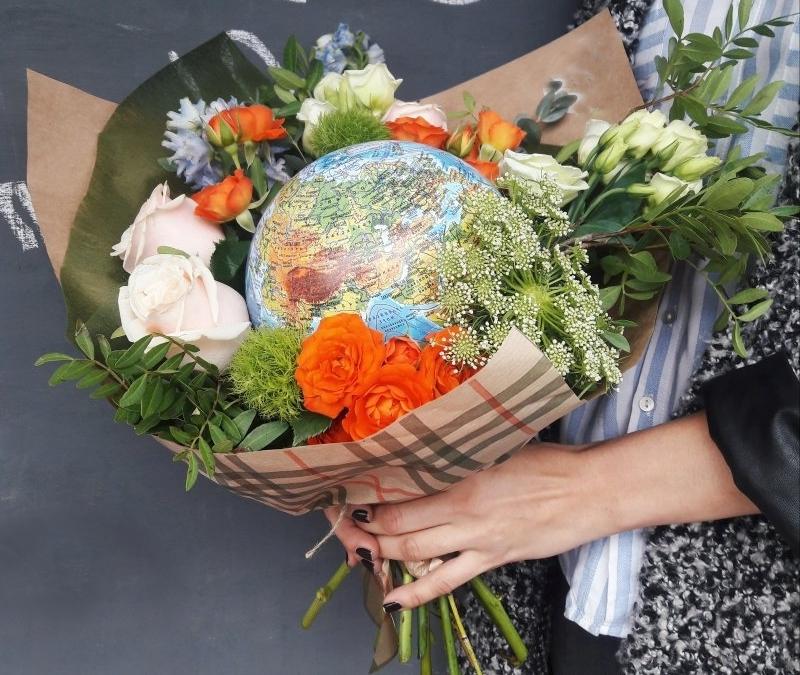 Букет с глобусом для учителя географии