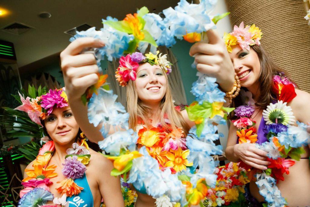 Вечеринка в гавайском стиле на корпоратив на 8 марта