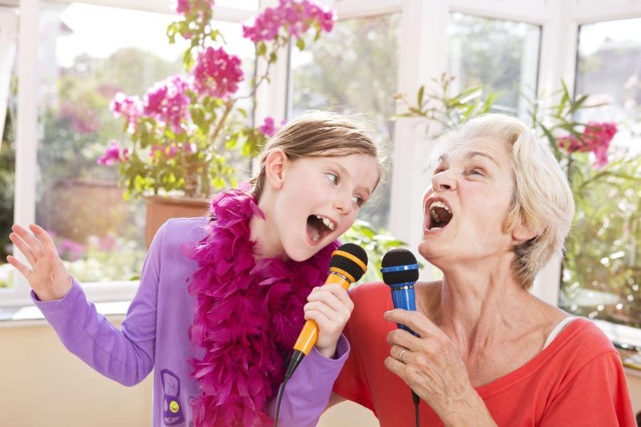 Караоке с бабушкой на 8 марта