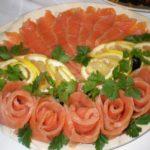 Фото 24: Декор нарезки розочками из рыбы лосося