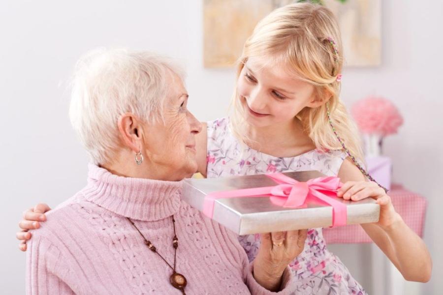 Подарок бабушке на 8 марта