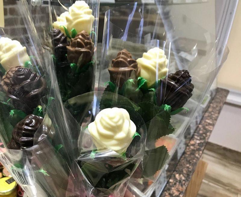 Букеты из шоколада на 8 марта в подарок девочкам