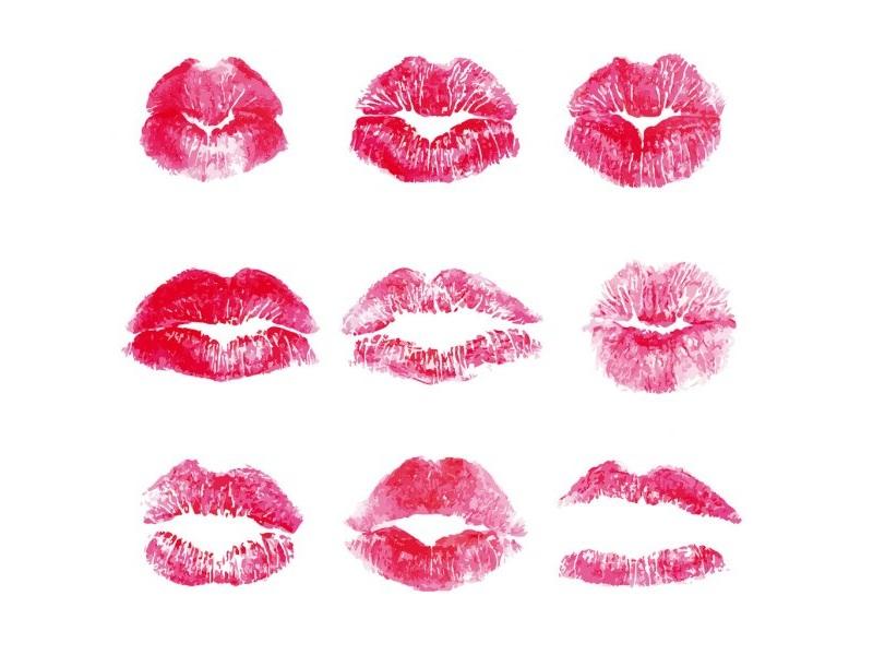 Следы помады от поцелуев на салфетке