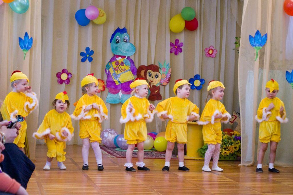 Танец маленьких цыплят на 8 марта