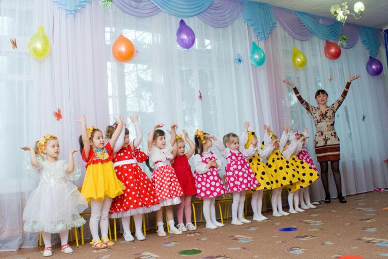 Утренник в детском саду на 8 марта