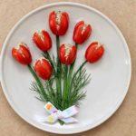 Фото 17: Закуска букет тюльпанов на 8 марта из томатов