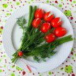 Фото 18: Фаршированные тюльпаны из томатов на 8 марта