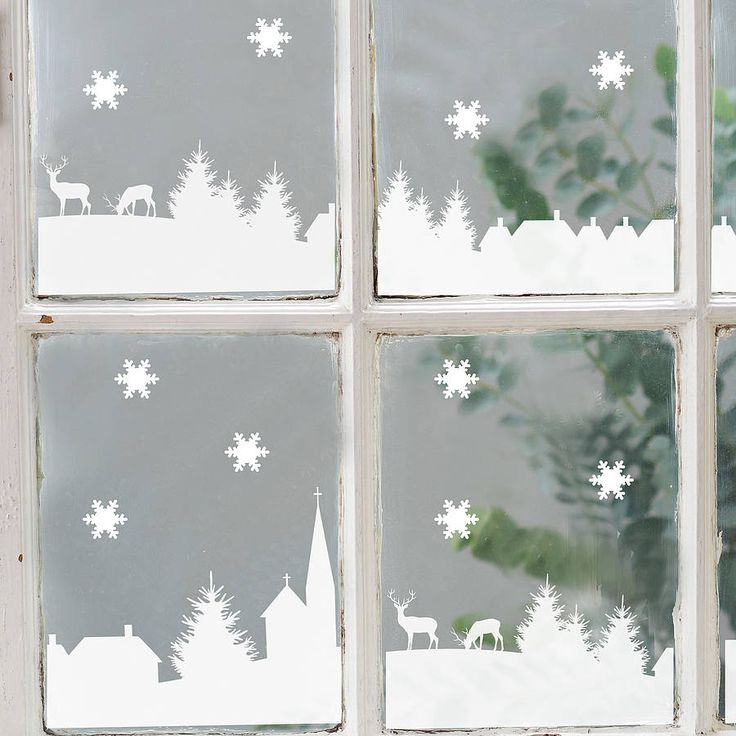 Украшение окна бумажными трафаретами