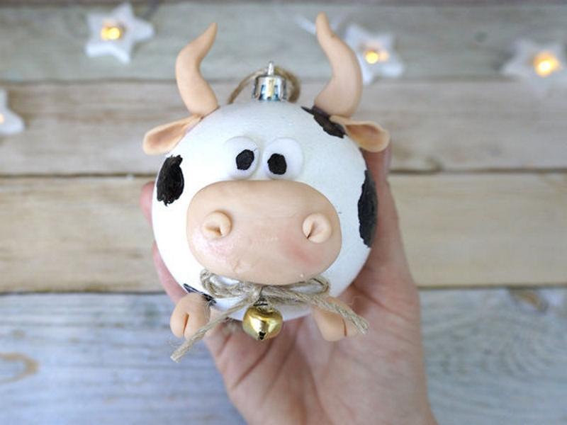 Елочный шар с быком