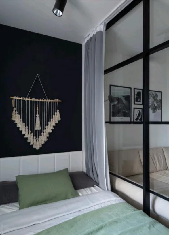 Спальня с прозрачной перегородкой
