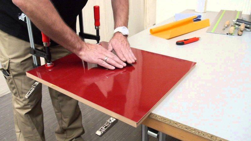 Ламинирование поверхности мебели самоклеящейся пленкой