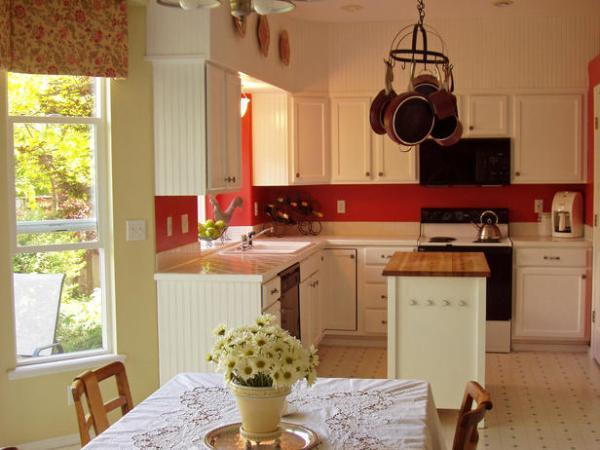 Дизайн кухни в стиле коттедж
