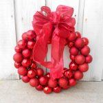 Фото 70: Рождественский венок из елочных шаров