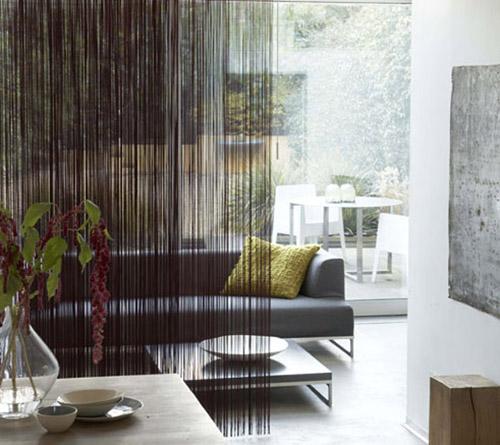 Нитяные шторы в интерьере гостиной