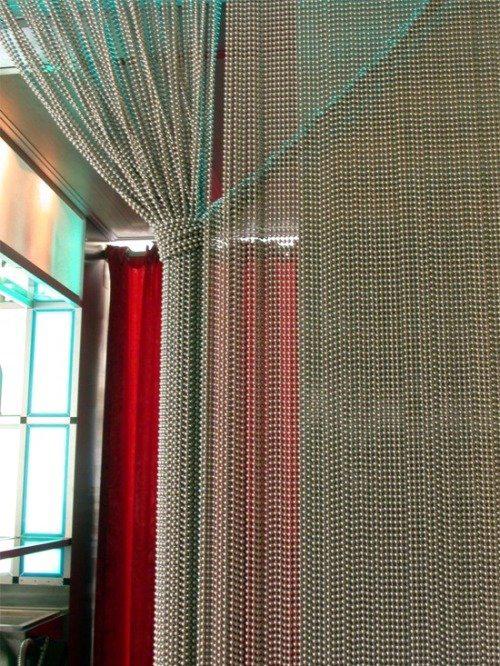 Металлические нитяные шторы в интерьере