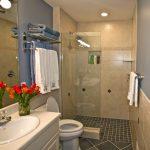 Фото 14: Душевая без поддона для маленькой ванной