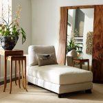 Фото 80: Наполное зеркало с необычной деревянной рамой