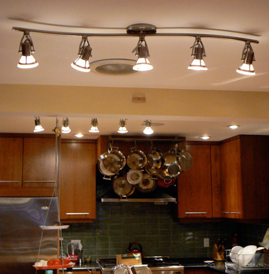 споты на кухне