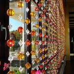 Фото 45: Шторы из разноцветных бусин и лески