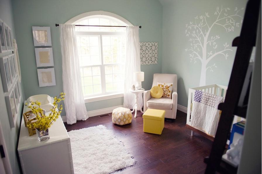 Лёгкие натуральные шторы в детской для новорождённых