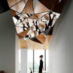 Фото 74: Зеркальный потолок ломаной формы