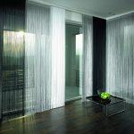 Фото 30: Черно-белые нитяные шторы в интерьере