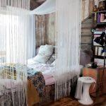Фото 121: Нитяные шторы в деревенском интерьере