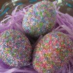 Фото 49: Украшение яиц бисерной посыпкой