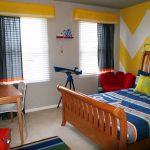 Фото 99: Короткие спокойные шторы в детскую комнату для мальчика