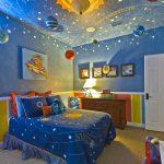 Фото 83: Оформление потолка в виде космоса в детской для мальчика